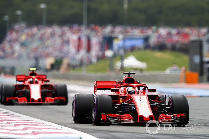 Sebastian Vettel, Ferrari SF71H, por delante de Kimi Raikkonen, Ferrari SF71H