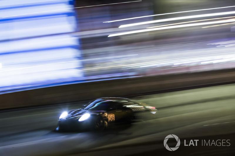 51. Йорг Бергмайстер, Патрик Линдси, Эджидио Перфетти, Team Project 1, Porsche 911 RSR (№56)