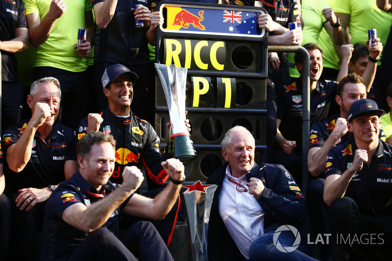 Race winner Daniel Ricciardo, Red Bull Racing, Jonathan Wheatley, Team Manager, Red Bull Racing, Christian Horner, Team Principal, Red Bull Racing, Helmut Markko, Consultant, Red Bull Racing, Max Verstappen, Red Bull Racing, and the Red Bull team celebrate