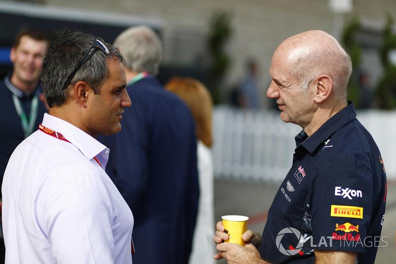 Juan Pablo Montoya y Adrian Newey, Director técnico de Red Bull Racing