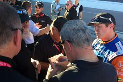 Scott Dixon, Chip Ganassi Racing Honda consults with IndyCar personnel after first aeroscreen run