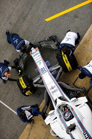 Lance Stroll, Williams FW41, au stand