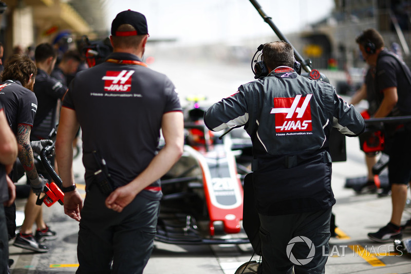 Haas engineers in the pit lane