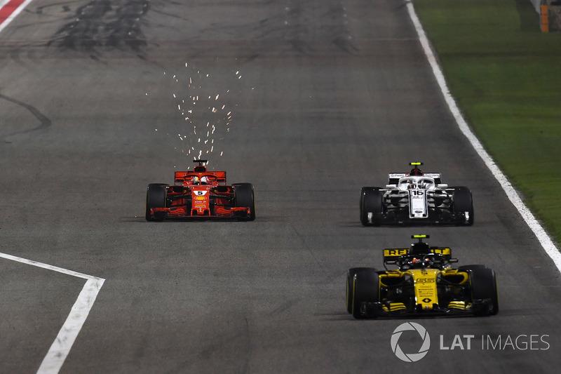 Carlos Sainz Jr., Renault Sport F1 Team R.S. 18 precede Sebastian Vettel, Ferrari SF71H e Marcus Ericsson, Sauber C37