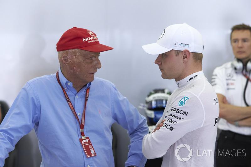 Niki Lauda, presidente non esecutivo, Mercedes AMG, con Valtteri Bottas, Mercedes AMG F1