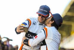 Fernando Alonso, McLaren, kisses Stoffel Vandoorne, McLaren, for a joke photo