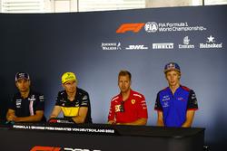 Sergio Perez, Force India, Nico Hulkenberg, Renault Sport F1 Team, Sebastian Vettel, Ferrari, e Brendon Hartley, Toro Rosso, nella conferenza stampa