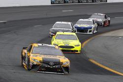 Erik Jones, Joe Gibbs Racing, Toyota Camry DeWalt e Ryan Blaney, Team Penske, Ford Fusion Menards/Sylvania