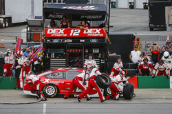 Ryan Blaney, Team Penske, Ford Fusion DEX Imaging pit stop