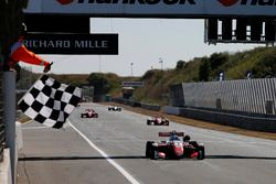 Race winner Ralf Aron, PREMA Theodore Racing Dallara F317 - Mercedes-Benz