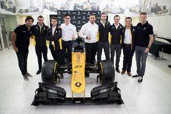 Carlos Sainz, Nico Hulkenberg, Renault Sport F1 Team ve INFINITI Mühendislik Akademisi mensubu