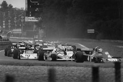 Ronnie Peterson, March 761 Ford, tucked in behind Carlos Reutemann, Ferrari 312T2 and Patrick Depail
