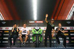 Kenan Sofuoglu, Kawasaki Puccetti Racing salue la foule