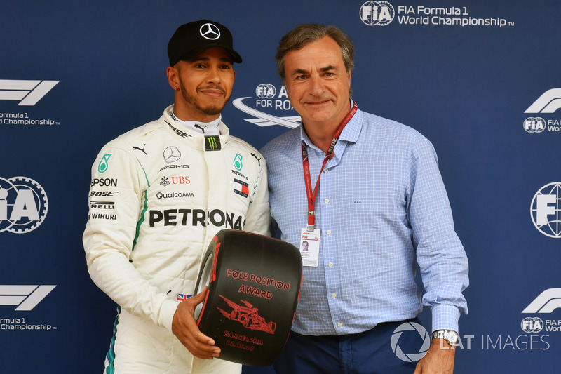 Pole sitter Lewis Hamilton, Mercedes-AMG F1 receives the Pirelli Pole Position Award from Carlos Sainz