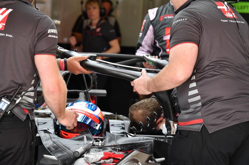 Romain Grosjean, Haas F1 Team VF-18 ve mekanikerler