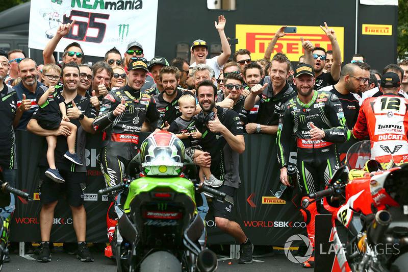 Il vincitore della gara Jonathan Rea, Kawasaki Racing, il secondo classificato Tom Sykes, Kawasaki Racing
