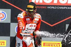 Podio: il vincitore della gara Matteo Ferrari