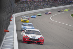Ryan Blaney, Team Penske, Ford Fusion REV Group, Kevin Harvick, Stewart-Haas Racing, Ford Fusion Busch Light