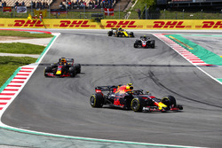 Max Verstappen, Red Bull Racing RB14, Daniel Ricciardo, Red Bull Racing RB14, Kevin Magnussen, Haas F1 Team VF-18, Carlos Sainz Jr., Renault Sport F1 Team R.S. 18