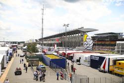 De paddock van Le Mans