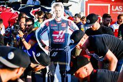 Una sagoma di Romain Grosjean e Kevin Magnussen 'Grognessen' con il team Haas nella gara di Raft