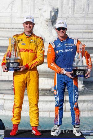 Winnaars Dual 1 en 2 Ryan Hunter-Reay, Andretti Autosport Honda, Scott Dixon, Chip Ganassi Racing Honda, podium