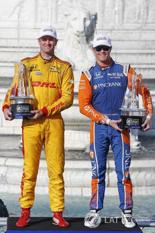 Winners of Dual 1 and 2 Ryan Hunter-Reay, Andretti Autosport Honda, Scott Dixon, Chip Ganassi Racing Honda, podium