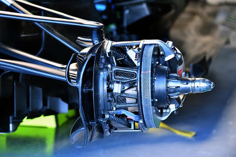 Mercedes-AMG F1 W09 detalles del cubo de la rueda delantera