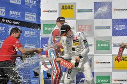 Podium : le deuxième, Ralf Aron, Prema Powerteam Dallara F312 – Mercedes-Benz; le vainqueur Maximilian Günther, Prema Powerteam Dallara F312 – Mercedes-Benz