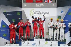 LMGTE Pro Podium (L naar R): tweede plaats Gianmaria Bruni, James Calado, #51 AF Corse Ferrari F488