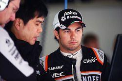 Sergio Perez, Sahara Force India F1, mit Jun Matsuzaki, Sahara Force India F1 Team, Reifeningenieur
