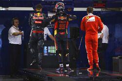Daniil Kvyat, Red Bull Racing, Carlos Sainz Jr., Scuderia Toro Rosso et Sebastian Vettel, Ferrari