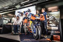 Mika Kallio, Sebastian Risse, Pit Beirer und Mike Leitner präsentieren die KTM RC16