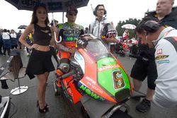 Stefan Bradl, Aprilia Racing Team Gresini with a lovely grid girl