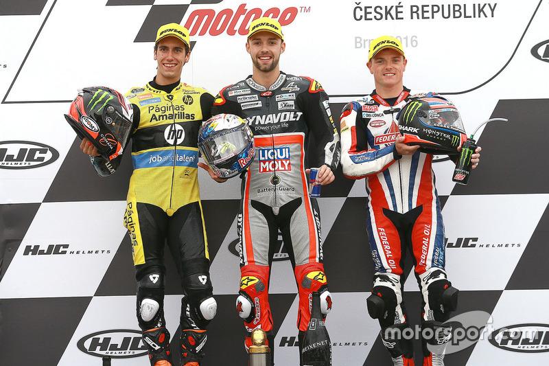Podium: ganador, Jonas Folger, Dynavolt IntactGP, segundo, Alex Rins, Paginas Amarillas HP 40, t Sam Lowes, Federal Oil Gresini Moto2