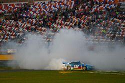 Yarış galibi Joey Logano, Ford