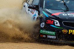 Shae Davies, Chris Van Der Drift, Erebus Motorsport Holden se despista