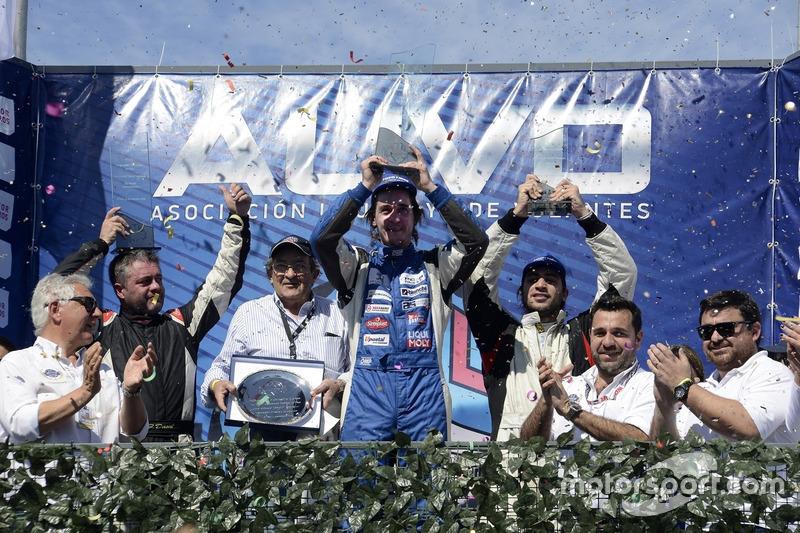 Podio: ganador de la carrera Rodrigo Armendía, Peugeot Petrobras; Fernando Dacal, Geely Motorsport