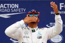 Lewis Hamilton, Mercedes AMG F1 celebra su pole position