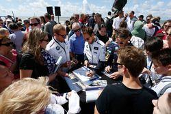 Autogrammstunde: Maxime Martin, BMW Team RBM, BMW M4 DTM; Tom Blomqvist, BMW Team RBM, BMW M4 DTM; M