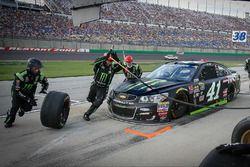 Kurt Busch, Stewart-Haas Racing Chevrolet pit stop
