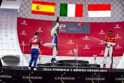 Podium : le vainqueur Antonio Fuoco, Trident, le deuxième Alex Palou, Campos Racing, et le troisième Charles Leclerc, ART Grand Prix s'arrosent de champagne