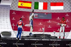 Podium: winnaar Antonio Fuoco, Trident, tweede Alex Palou, Campos Racing, derde Charles Leclerc, ART Grand Prix