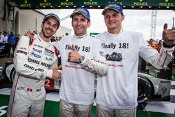 Racewinnaars #2 Porsche Team Porsche 919 Hybrid: Neel Jani, Romain Dumas, Marc Lieb vieren feest
