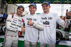 Переможці #2 Porsche Team Porsche 919 Hybrid: Ромен Дюма, Ніл Яні, Марк Ліб, святкують
