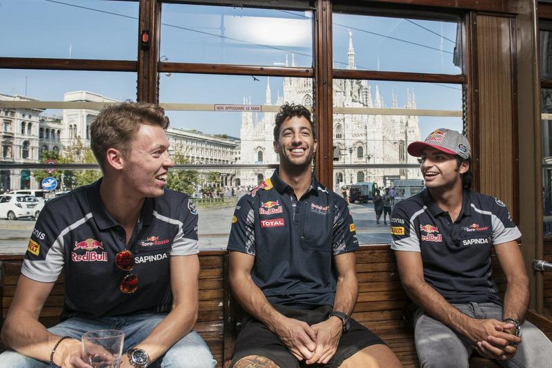 Daniel Ricciardo, Carlos Sainz Jr. e Daniil Kvjat parlano su uno storico tram di Milano