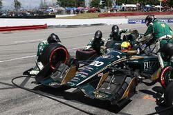 Spencer Pigot, Ed Carpenter Racing Chevrolet, pit action