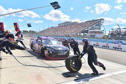 Denny Hamlin, Joe Gibbs Racing Toyota, pit actie