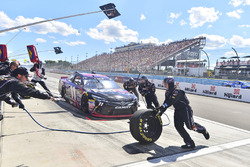 Denny Hamlin, Joe Gibbs Racing Toyota, pit action