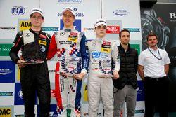 Premiazione Rookie: Harrison Newey, Van Amersfoort Racing, Dallara F312 - Mercedes-Benz, Ben Barnico
